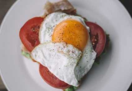 Eggs for weight loss : Eggs are one of the fat burning foods that help in losing weight fast