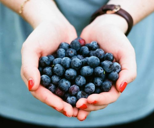 blueberries for weight loss : Blueberry is one of the weight loss foods that help in losing weight fast