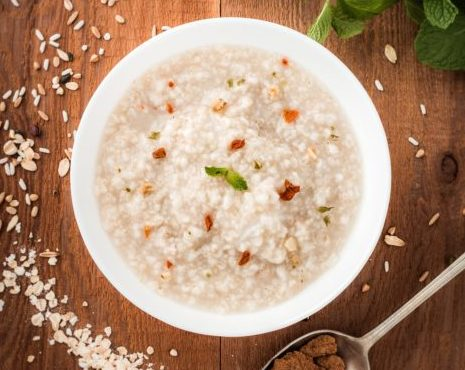 Oats for weight loss : Oats are one of the fat burning foods that help in losing weight fast