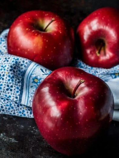 apple for weight loss : Apple is one of the belly fat reducing foods that help in losing weight fast